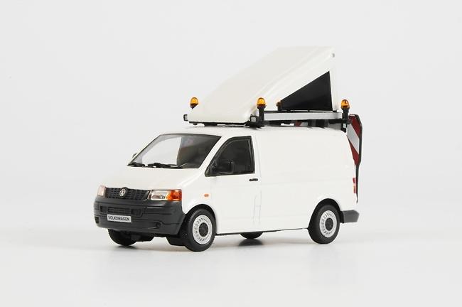 Furgoneta VW BF3 - acompañar transporte especial WSI Models 1098 escala 1/50