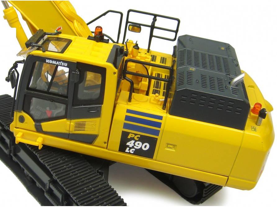 Komatsu PC490 LC-10 Excavadora, Universal Hobbies 8090 escala 1/50