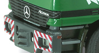 Mercedes Benz Actros SLT 4 ejes Kuebler Conrad 40002 escala 1/50