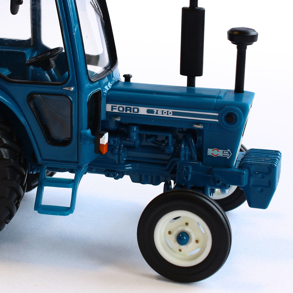 Tractor Ford 7600 Britains 42795 escala 1/32