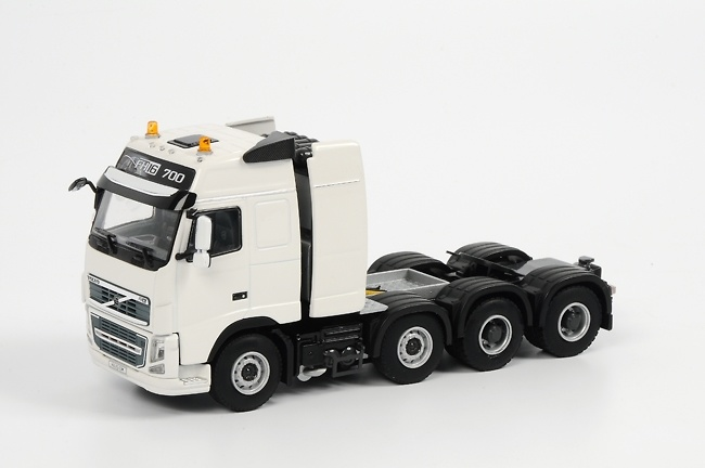 VOLVO FH3 Globetrotter 8x4 FH16 700 VOL013, Wsi Collectibles 1/50