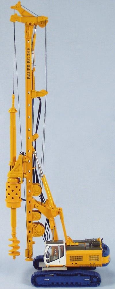 Bauer BG24H perforadora sobre BS70C, Bymo 25005 escala 1/50