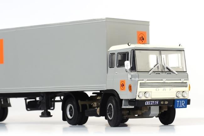 DAF 2600 Classic Box trailer Van Gend & Loos, Wsi Models 06-1012 escala 1/50