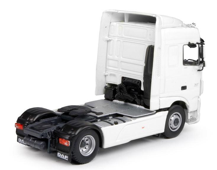 DAF XF Space Cab 4x2 Tekno 64555 Masstab 1/50