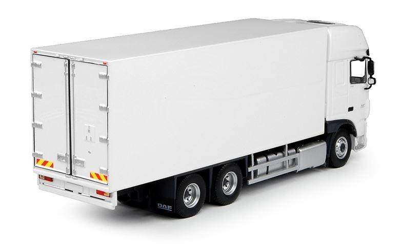 Daf XF Euro 6 Super Space Cab camion rigido Tekno 68046 escala 1/50