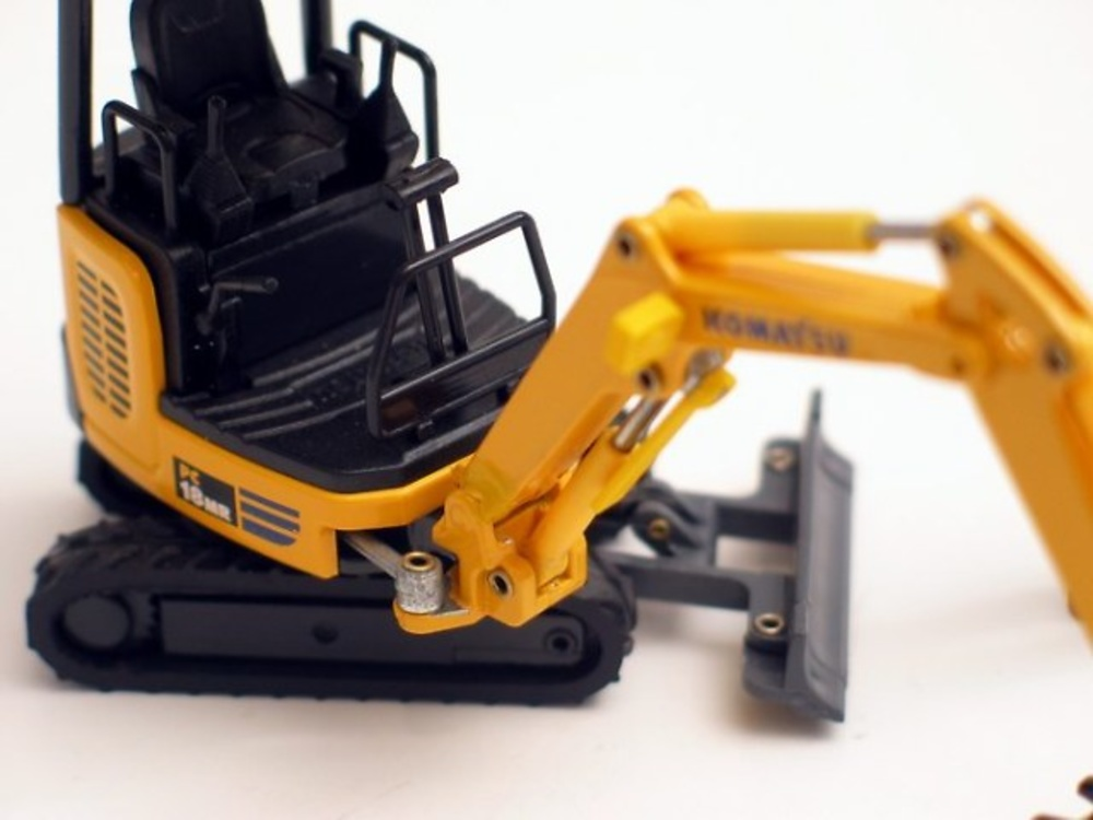 Galeo Komatsu PC18MR Old Cars escala 1/32