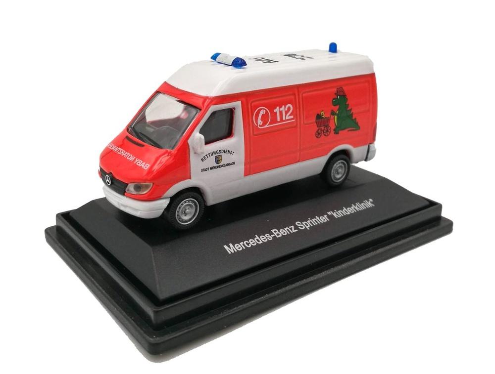 Mercedes Benz Sprinter Ambulancia Schuco 25384 escala 1/87