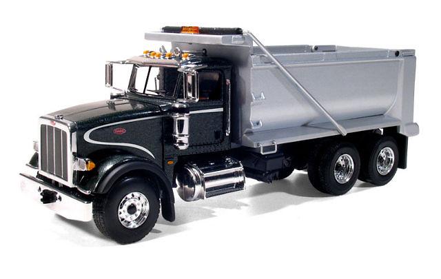 Peterbilt 367 Dump Truck negro / plateado, First Gear 3181 escala 1/50