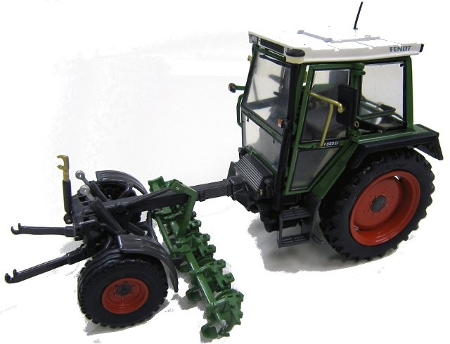 Tractor Fendt 360 GT - con apero Weise Toys 1/32