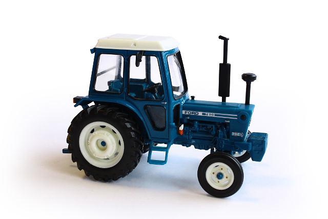 Tractor Ford 7600 Britains 42795 escala 1/32