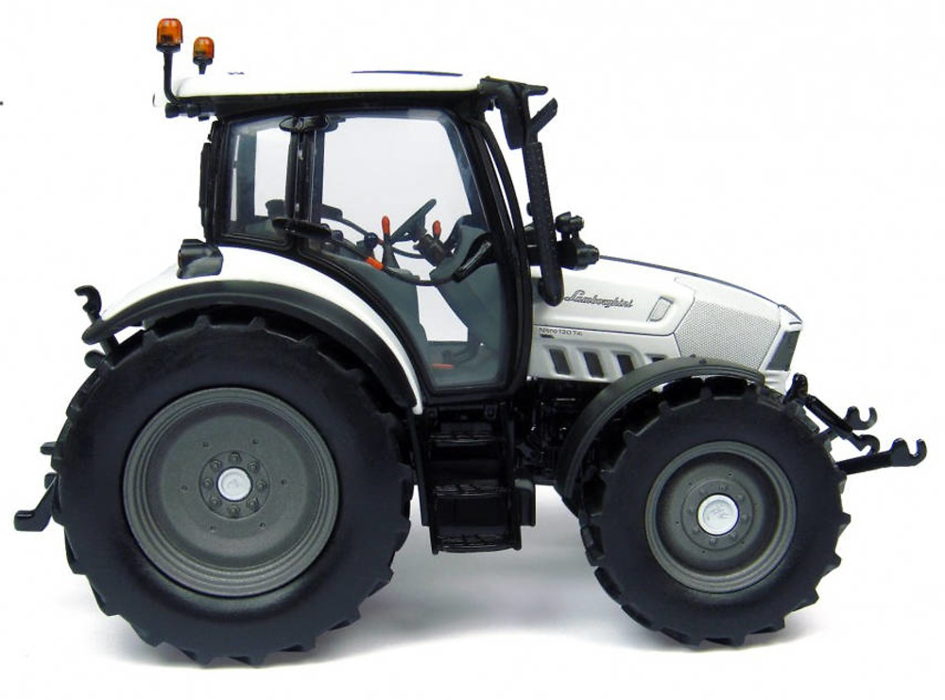 Tractor Lamborghini Nitro 130 VRT Universal Hobbies 4228 escala 1/32