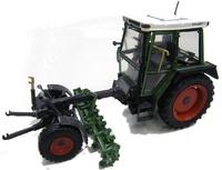 Tractor Fendt 360 GT - con apero Weise Toys 1011 escala 1/32